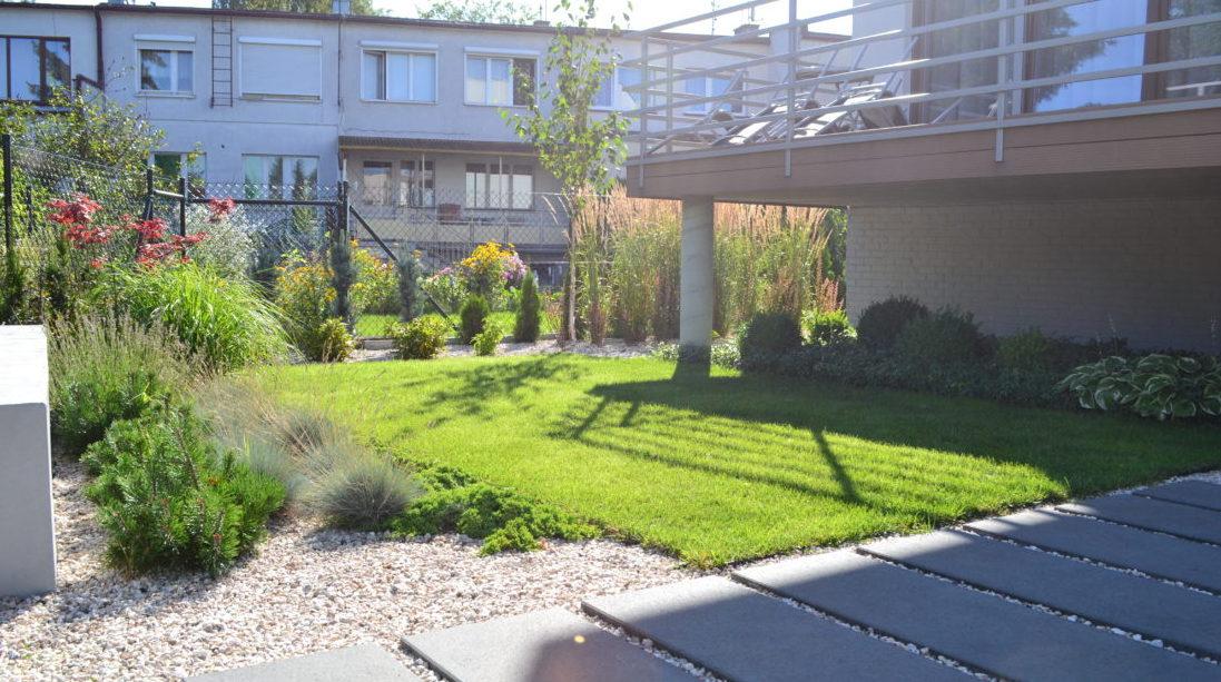 moderní zahrada, zahrada u řadového domu, zahradní architekt praha, projektování zahrad praha, zahrada praha, návrh zahrad