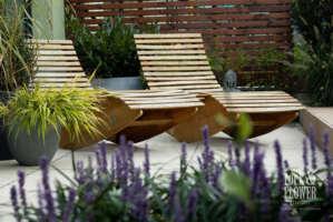mala moderni zahrada bez travniku